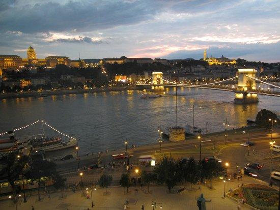 Sofitel Budapest Chain Bridge: Spectacular at Night