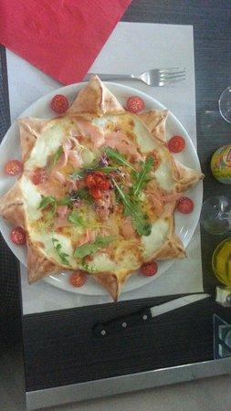 Dolce Vita Chez Jpetto : Superbe Pizza au saumon en étoile