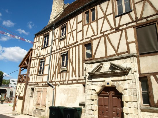 Le Berry Hotel : very old town and buildings