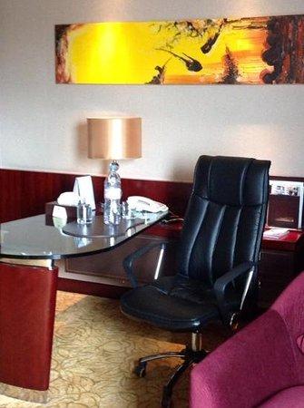 Days Hotel & Suites Xinxing Xi'an: habitacion
