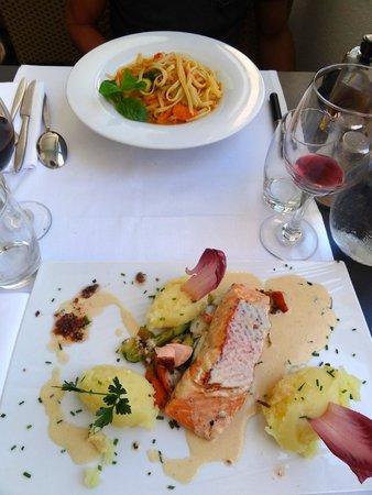 Restaurant L'Escale : Nos plats : linguines aux légumes de saison et pavé de saumon frais