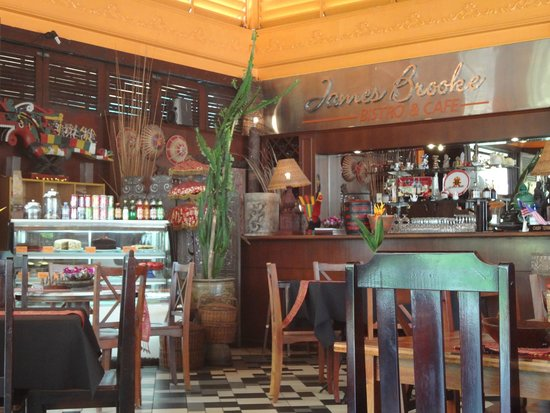 James Brooke Bistro: Nice deco at the counter