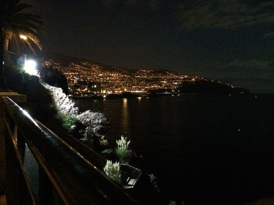 Hotel The Cliff Bay: view from garden at night