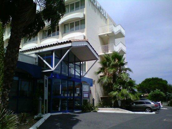 Novotel Montpellier: L'entrée de l'hotel
