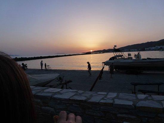 Vega Apartments: Tinos harbour at sunset