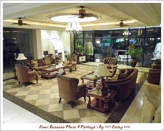 Four Seasons Place: ล๊อบบี้