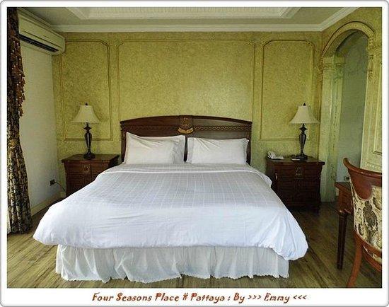 Four Seasons Place: ห้องนอนจูเนียร์สูท