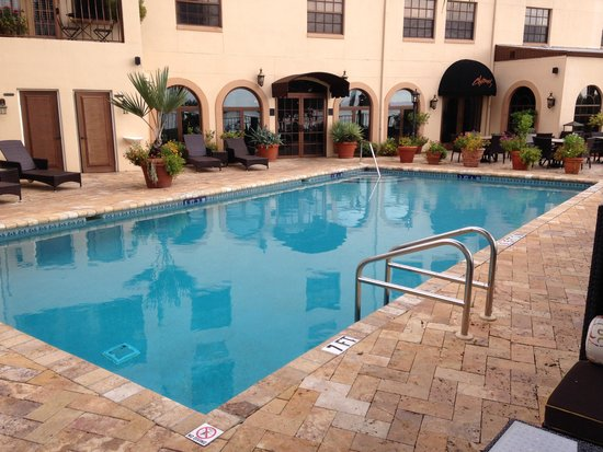 Inn On The Lakes : pool area pic 1