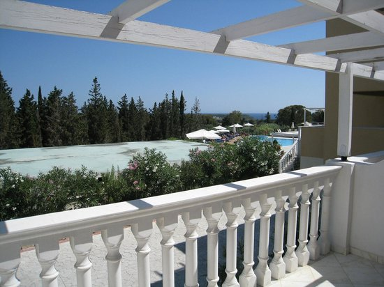 Hotel Gerakas Belvedere Luxury Suites: Vista dalla camera