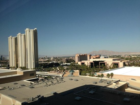 MGM Grand Hotel and Casino : Looking straight out from the hotel window