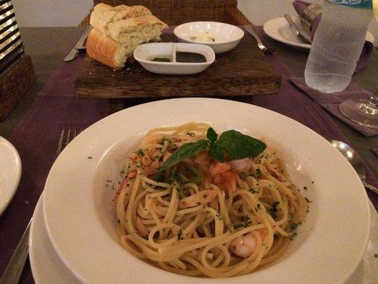 Kayu Manis : Chilli prawn linguine