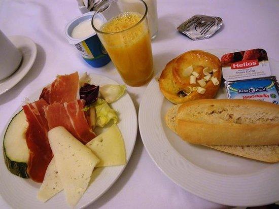 Carlos V Hotel: Breakfast