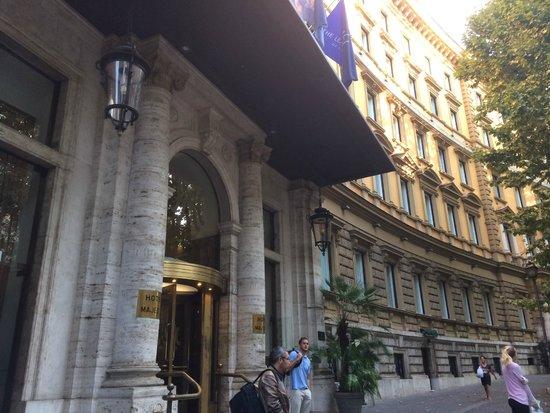 Hotel Majestic Roma: Fachada Hotel