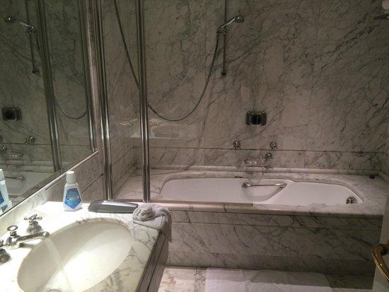 ba o con marmol carrara picture of hotel majestic roma