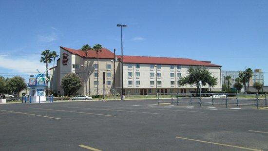 Red Roof Inn Laredo: fachada principal de el hotel