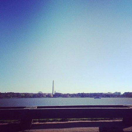 Americana Hotel: Lovely view of the Washington Monument from Arlington, VA on a beautiful spring day.