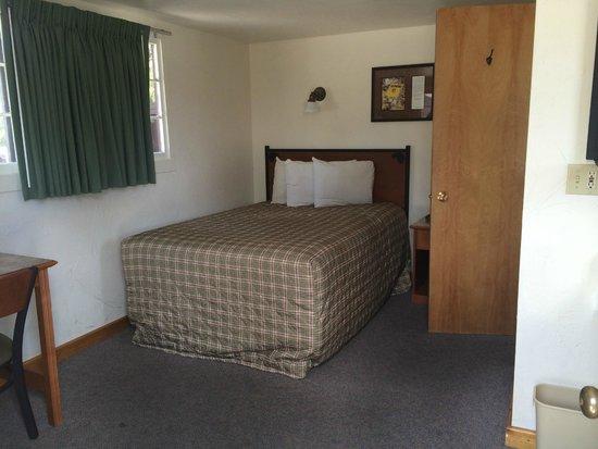 Old Faithful Lodge Cabins : Room