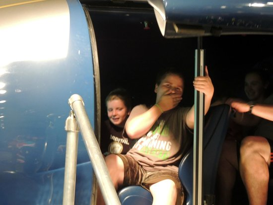 Saint Louis Science Center : leaving the capsule after the tornado