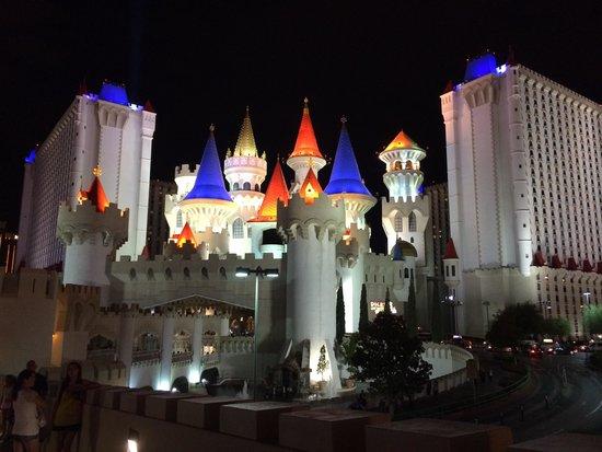 Excalibur Hotel & Casino: Beautiful at night