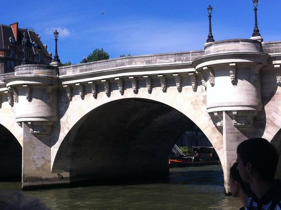 SANDEMANs NEW Europe - Paris : Bridge across Siene