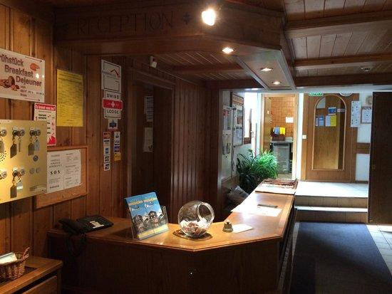 Hotel Weisshorn : front desk
