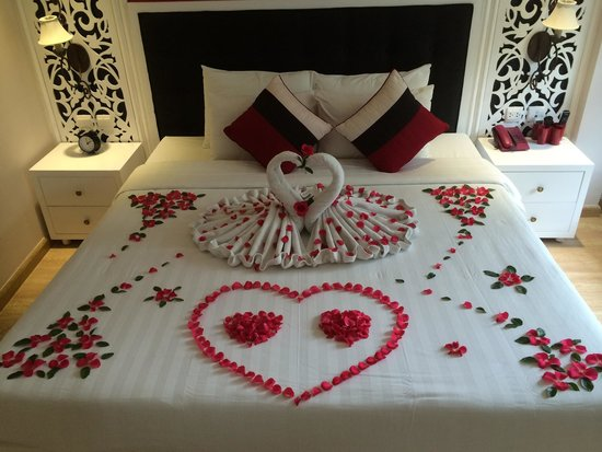 Oriental Central Hotel: Wow - we stayed here on our honeymoon and were greeted with this beautiful gesture in our room