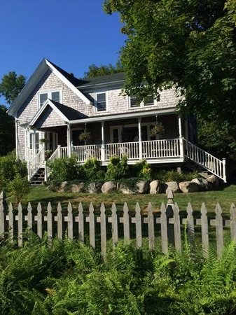 The Lodge-ings at Southwest Harbor: The Lodge-ings B & B