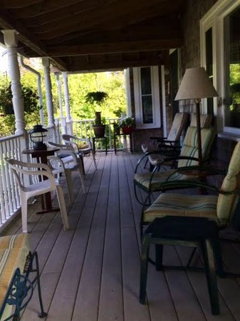 The Lodge-ings at Southwest Harbor: Front Porch With View of Harbor