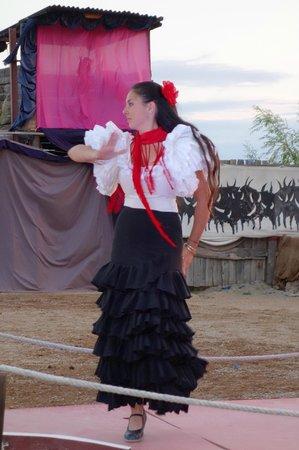Cabaret Equestre des Dunes : Danseuses en pleine possession de leur art