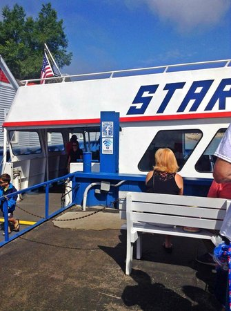 Star Line Mackinac Island Ferry: About to enter the Star Line
