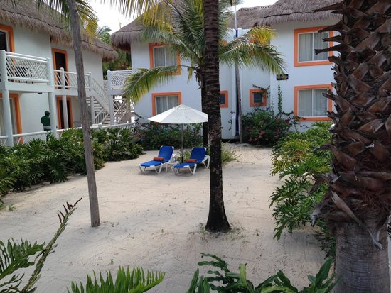 Sunscape Sabor Cozumel: Plenty of places to chill