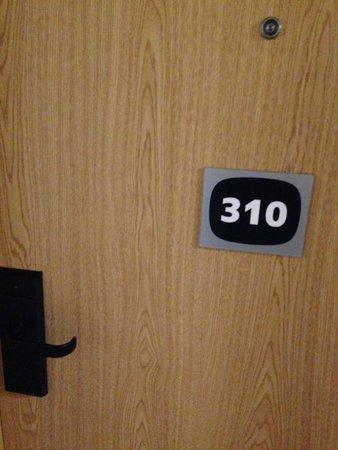 Travelodge London Waterloo Hotel: Room