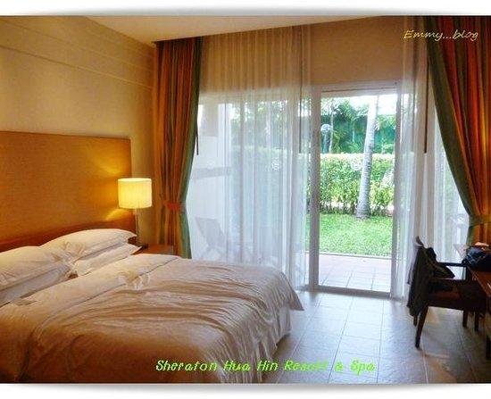 Sheraton Hua Hin Resort & Spa: ห้องนอน Garden View