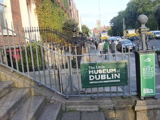 The Little Museum of Dublin: Entrance from street