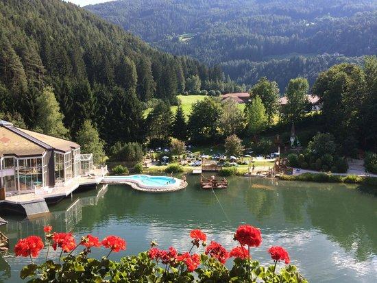 Falkensteiner Family Hotel Lido Ehrenburgerhof: Veduta del laghetto dal terrazzo della camera