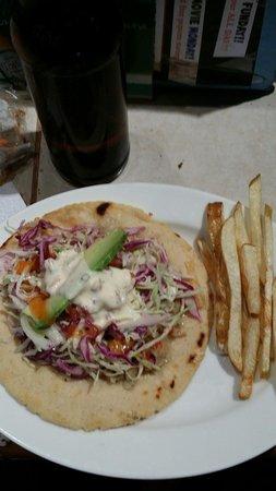 Tasty Waves Cantina: Fish taco con papitas