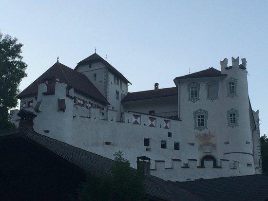 Falkensteiner Family Hotel Lido Ehrenburgerhof: Veduta del Castello di Casteldarne