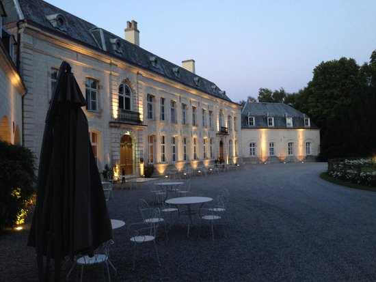 Le Chateau de Cocove : The Chateau the night we arrived