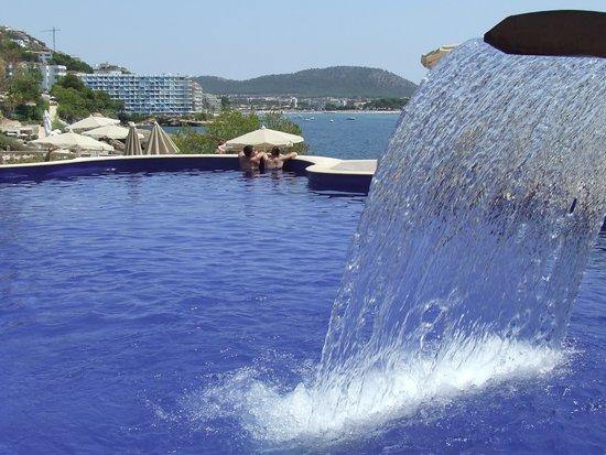 SENTIDO Punta del Mar: The main pool: Santa Ponsa in background