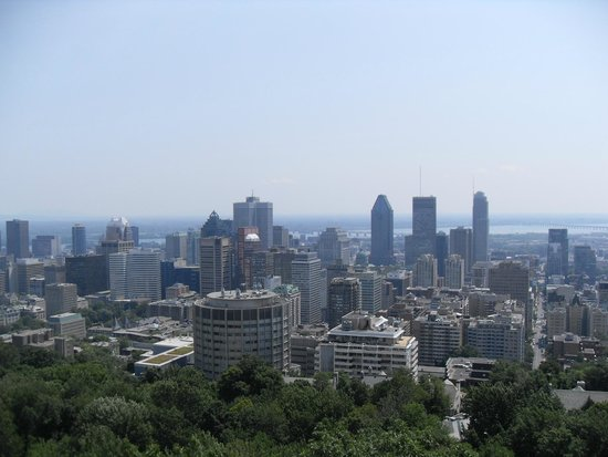 Auberge le Jardin d'Antoine: View from Mont Royal over city