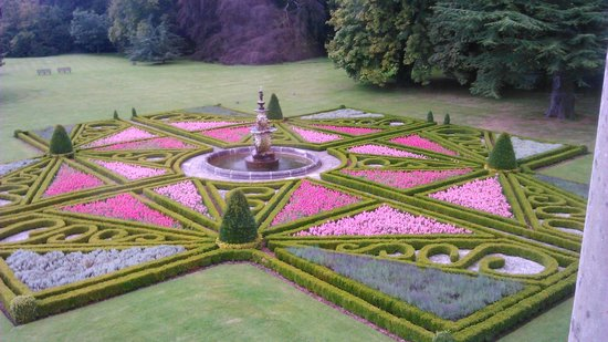 Sledmere House: Parterre in August