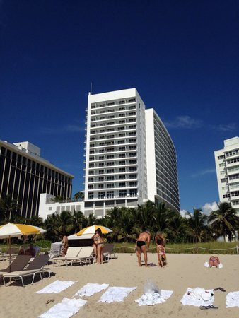 Grand Beach Hotel: Beach