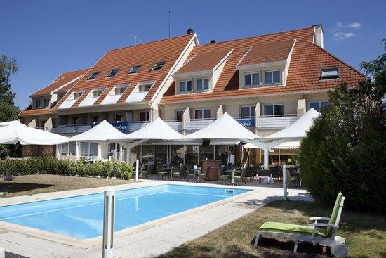 Europe Hotel : Terrasse et Piscine
