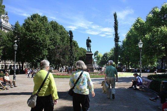 The Esplanadi Park: Just walking along