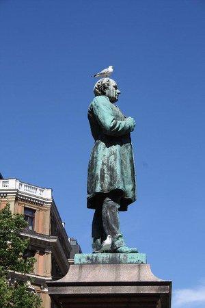 The Esplanadi Park: Bird in your bonnet