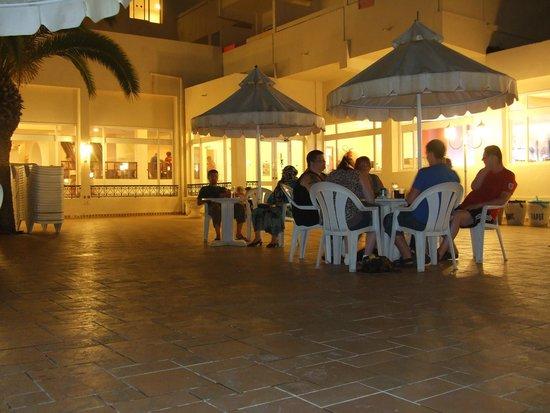 Dar Khayam Hotel : pool area