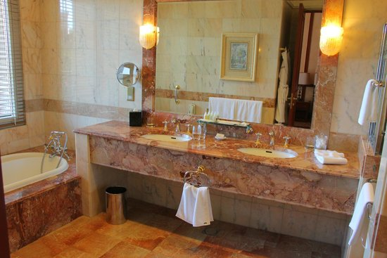 The Empire Hotel & Country Club : Bathroom