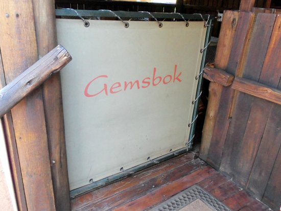 Mosetlha Bush Camp & Eco Lodge: Entrance to the Gemsbok cabin