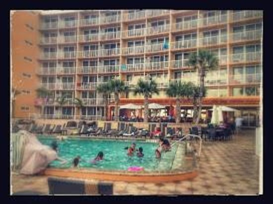 Holiday Inn Resort Daytona Beach Oceanfront : Pool in front of Hotel.
