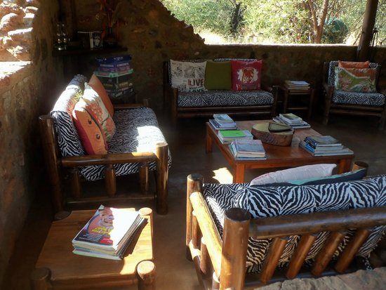 Mosetlha Bush Camp & Eco Lodge: Common lounge area